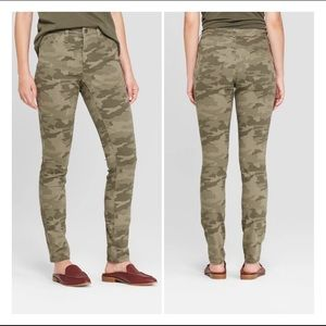 Universal Thread High-Rise Skinny Camo Jeans. 2.